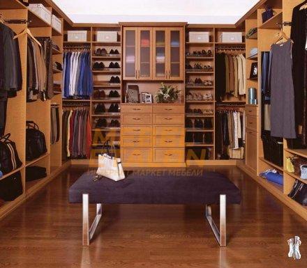 Гардеробная комната в небольшой квартире